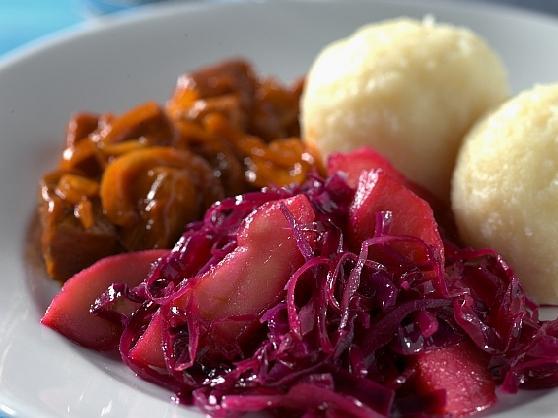 Gulasch mit Klössen und Rotkraut - BCM Diät Rezepte.ch