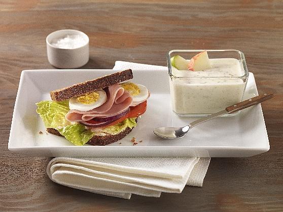 "Vollkornsandwich mit gekochtem Schinken und ""Guten Morgen"" - Joghurt - BCM Diät Rezepte.ch"