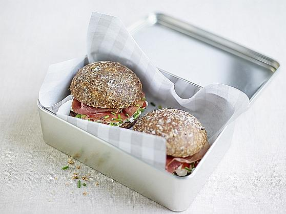 Konfetti-Frischkäse auf Vollkornbrötchen - BCM Diät Rezepte.ch